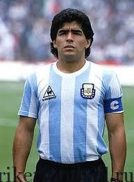 МАРАДОНА, ДИЕГО АРМАНДО — «ЗОЛОТОЙ МАЛЬЧИК» («Еl Pibe de Ого» Diego Armando Maradona)