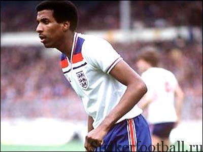 Вив Андерсон из «Ноттингем Форест» в своем первом метче эо национальную команду — первый темнокожий футболист,, представлявшим Англию на международном уровне.