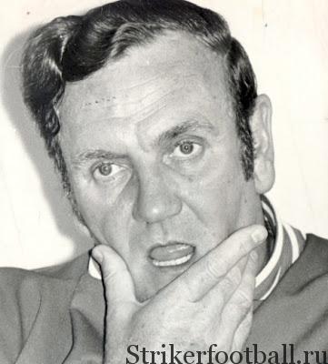 Под огнем критики тренер сборной Англии Дон Рией выглядит задумчивым, пытаясь объяснить журналистам причины, по которым англичане вылетели из турнира на столь раннем этапе.