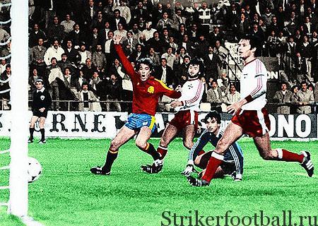 Момент из игры против Мальты, закончившейся со счетом 12:1. Испанцы демонстрировали индивидуальное мастерство, которое в о командный успех.