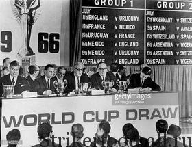 Президент ФИФА Стэнли Роуз и другие официальные лица на церемонии жеребьевки финальной части Кубка мира, проходившей в «Ройал Гарден Отеле».