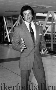 Сильвестр Сталлоне сыграл роль капитана Роберта Хэтча в фильме на военную тему «Побег к победе».