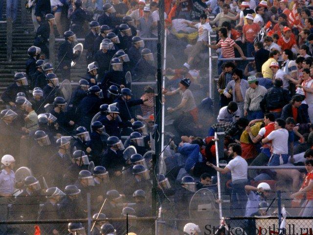 Фанаты «Ливерпуля» нападают на бельгийских полицейских в один из самых страшных вечеров в истории футбола.