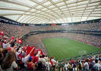 Стадион «Понтиак Силвердоум» в пригороде Детройта. На этом стадионе пройдут четыре матча Кубка мира-1994.