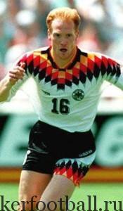 Звездный защитник Маттиас Замер стал первым футболистом, ранее выступавшим за сборную ГДР, который появился в новой объединенной команде Германии.