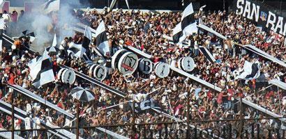 """Фаны """"Коло Коло"""" или Garra Blanca (""""Белый коготь""""). А их любимцы первыми из Чили выиграли Кубок Либертадорес."""