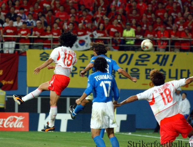Ан Юн Хван выпрыгнул выше, чем итальянский защитник, и забил гол, выведший соорганизаторов Кубка мира в четвертьфинал.