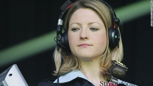 """Спортивный комментатор """"Би-би-си"""" Жаки Оутли становится первой женщиной-комментатором в истории передачи """"Матч дня""""."""